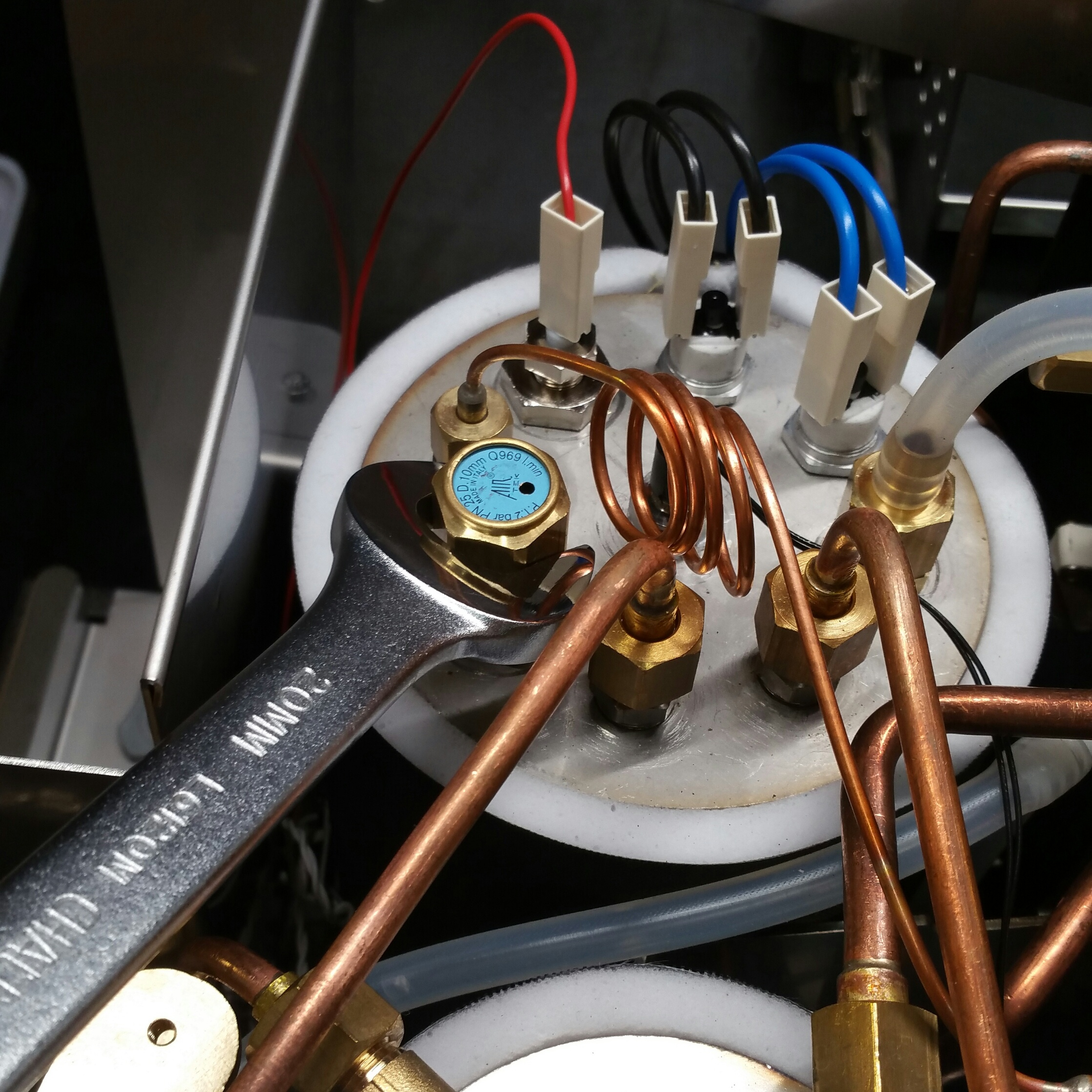 ECM Synchronika: Steam Boiler Pressure Safety Valve Replacement